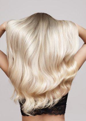 blonde Haaren von hinten